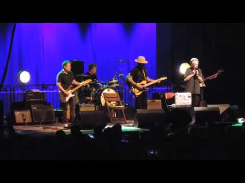 Ben Harper and Charlie Musselwhite-No Mercy in This Land+The Bottle Wins Again