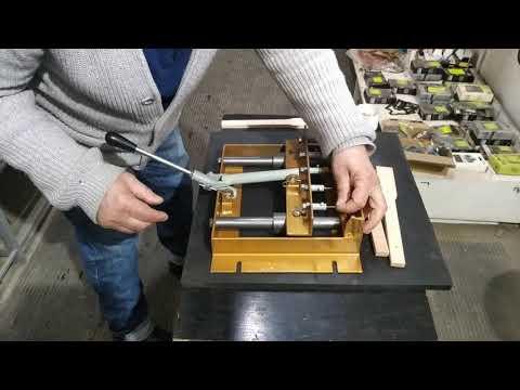 Дырокол для рамок ульев для запрессовки втулок боковин Гофмана