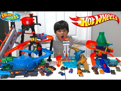 BIGGEST HOT WHEELS COLOR SHIFTERS CITY Toys Collection Shark Splashdown,  Science Lab Playtime Fun