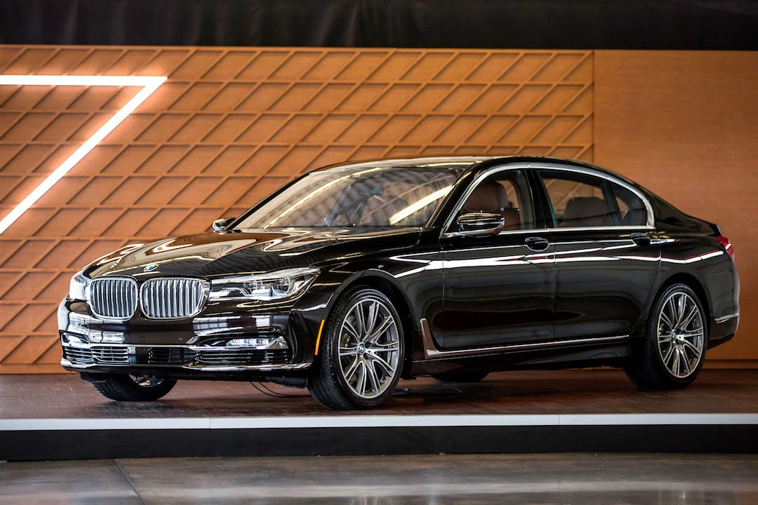 2016 BMW 7 Series 750i 740i PREVIEW In Depth Tech Overview