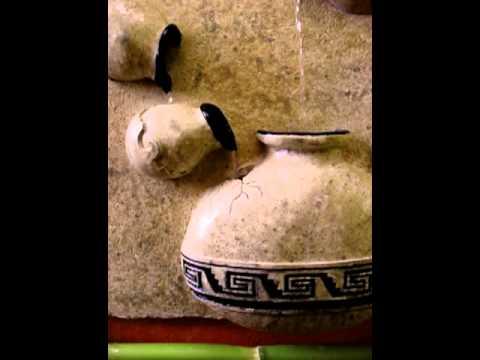 Fuente de agua para pared con grecas youtube for Aspersor de agua para jardin