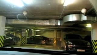 Рядная парковка задним ходом в паркинге