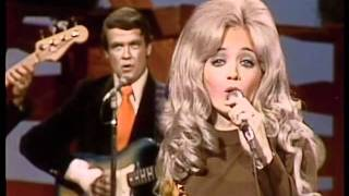 Watch Barbara Mandrell Show Me video