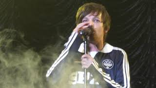 Louis Tomlinson - Two of us live in Birmingham Free Radio Hits Live HQ front row 04/05/19