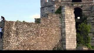 İstanbul'un Surları ve Mezarları
