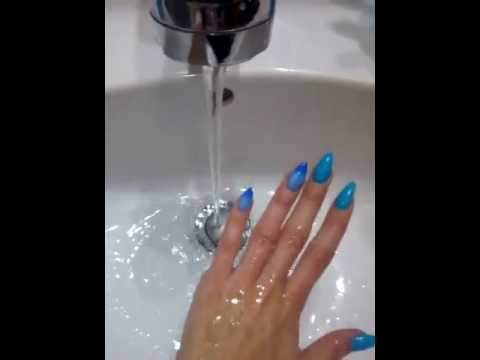 Nail Varnish That Changes Colour Under Water