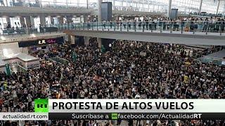 El aeropuerto de Hong Kong suspende todos sus vuelos a causa de las protestas