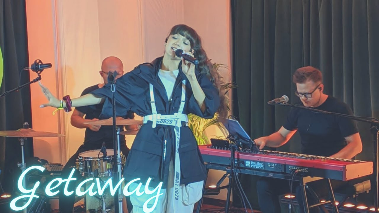 Download Viki Gabor - Getaway | #EmpikMusicLive - 11.09.2020
