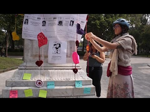 No Comment TV: A group of Mexican women knit hearts to honour the memory of those murdered