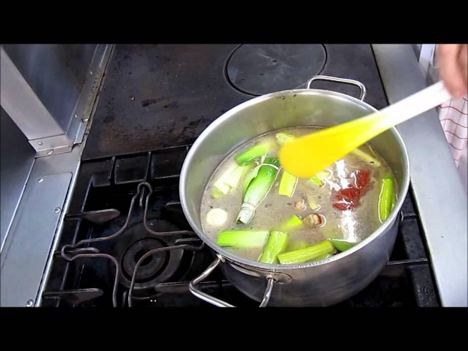 Cours de cuisine r aliser un fond brun de veau youtube Fond de cuisine