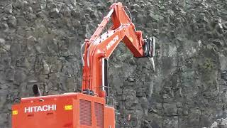 Hitachi Zaxis 890 LCH excavator demonstration in quarry