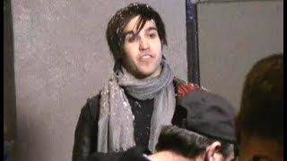 pete wentz freaks out on staff while filming mtv christmas special 2008