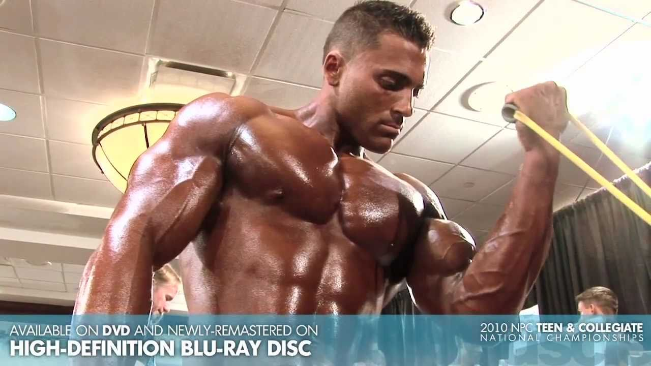 Asia bodybuilder pumping backstage, M - YouTube