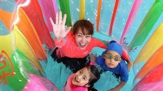 무지개 원형 튜브는 너무 재밌어요!! 서은이의 딸기 파인애플 과일 튜브 실내 수영장 풀빌라 Rainbow Wheel Tube for Kids