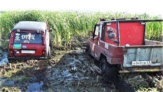Выбраться из такого болота кажется не реальным. Нива, УАЗ, грязь.