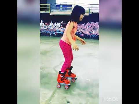 qeisha belajar reverse and turn roller skates katenye