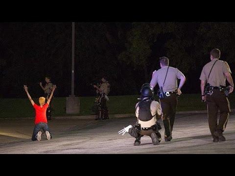 USA: Policeman shot and injured in Ferguson
