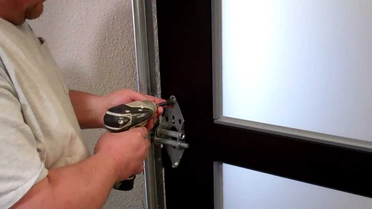pare s on door hinge position ping low