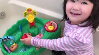 アンパンマンのおもちゃでウォータークルーズごっこ遊び!Anpanman Water Cruise playing in the water