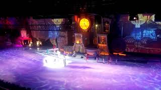 Новогоднее шоу «Алиса в стране чудес», финальное выступление.