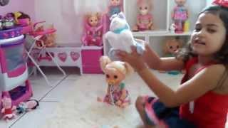 brincando com   a baby alive comer e brincar