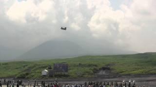 2011富士総合火力演習予行でのチヌークの着陸シーン。