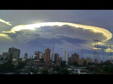 Huge 'alien ship' cloud appears over Maracaibo, Venezuela
