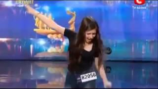 Украина мае талант 5 Светлана Карась дебилка на сцене ЖЕСТЬ(Я бы на месте её мамы не выпускал это уебище на сцену под дулом пистолета, но уже поздно опозорилась теперь..., 2013-11-25T11:49:51.000Z)