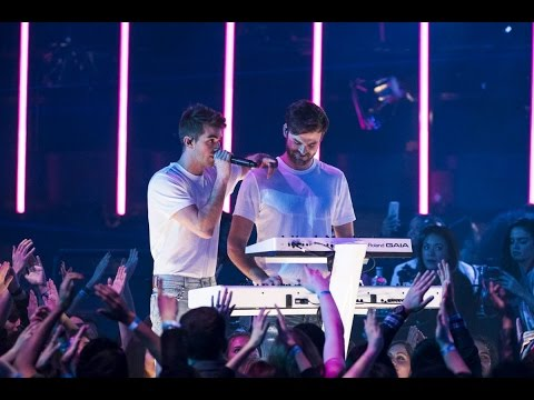"The Chainsmokers ""Paris"""