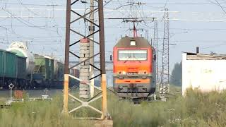 Электровоз 2ЭС6-083 маневрирует по станции Потанино
