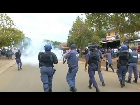 Afrique du sud : la police lance du gaz lacrymogène pour disperser une manifestation…