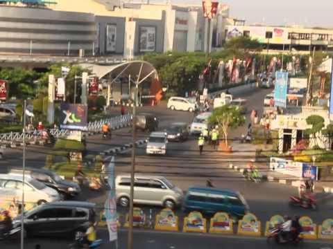Polisi depan Grage Mall Cirebon Yang Menyebalkan :D