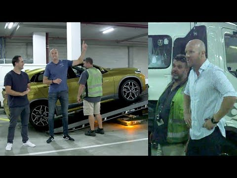 Fitzy & Wippa tow their traffic reporter's loan car