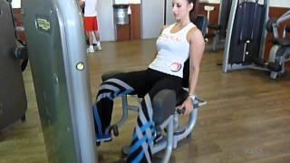 Exercice de musculation adducteurs machine
