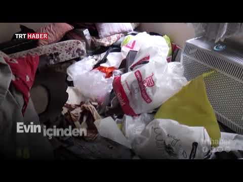 İstanbul Zeytinburnu'nda bir evden yaklaşık 15 ton çöp çıktı.