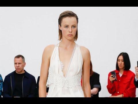 VICTORIA BECKHAM Spring Summer 2019 Highlights London - Fashion Channel