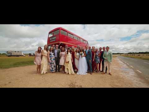 Incredible story - Travel bloggers wedding (Two Monkeys Travel) / Forpix