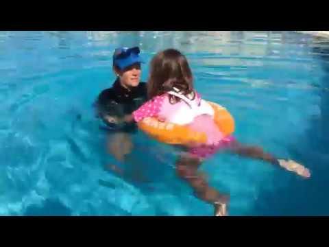 Надувной круг для плавания SWIMTRAINER красный (до 4 лет) - YouTube