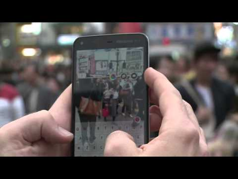 Japan's smartphone 'zombies' wreak havoc on the streets