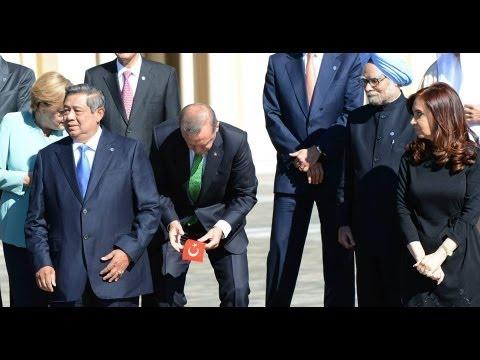 BAŞBAKAN RECEP TAYYİP ERDOĞAN G20 ZİRVESİNDE BAYRAĞIMIZ YERDEN ALDI CEBİNE KOYDU FULL HD