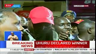 Baixar Eldoret residents react after Uhuru Kenyatta was declared president-elect in Kenya's 2017 poll