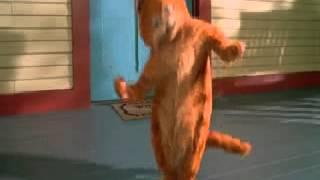 Гарфилд танцует под песню колбаса