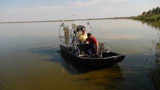 Airboat with reversible propeller hub VPP-3-40