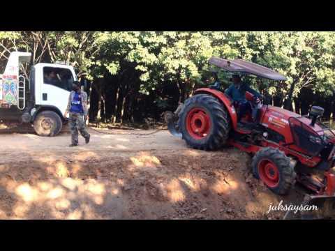 รถแทรกเตอร์คูโบต้า ดันดินเกือบตกทาง ใจหายแว้บบบบ  TRACTOR  KUBOTA THAILAND