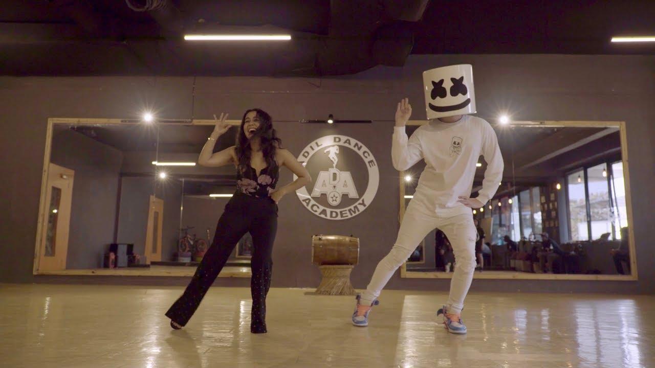 Marshmello Neha Kakkar Do The Biba Dance Together In Mumbai Bibadance