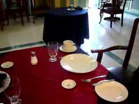 Montaje de mesa para un desayuno americano youtube for Mesa desayuno