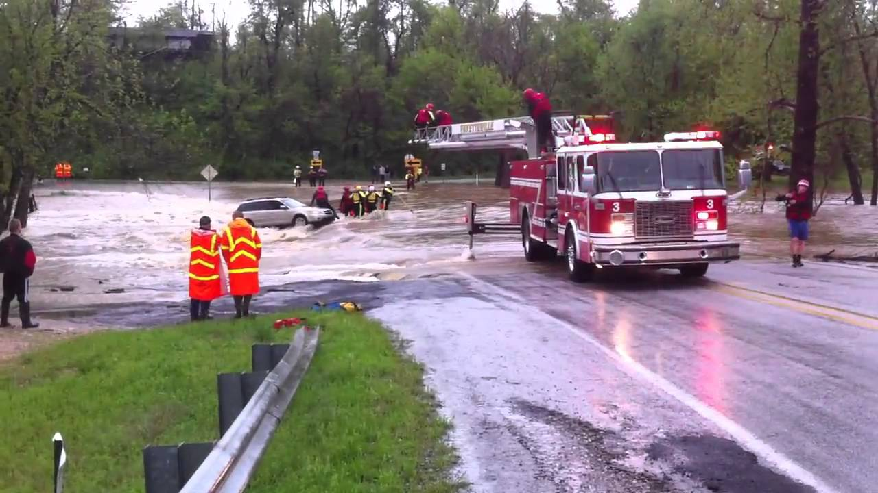 4/25/11 - Fayetteville, AR - Flooded Out Car Stuck in Ditch and Recovery - YouTube