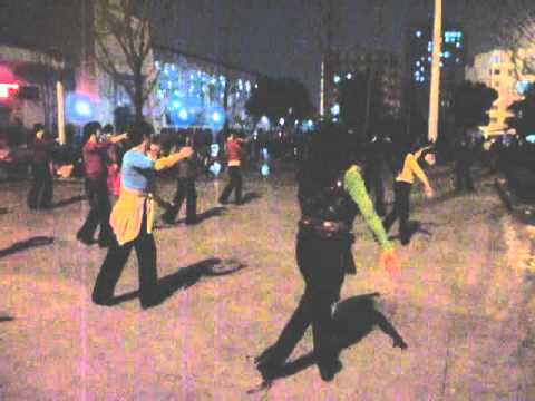 Dancing in the street, Wuhan, 武汉,
