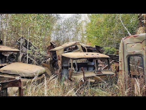 Нашел тайник сталкеров в заброшенном селе Рассоха. Радиоактивные машины Чернобыля