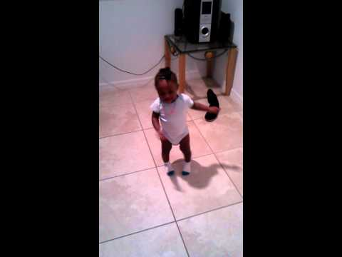 1 year old doin the dlow shuffle